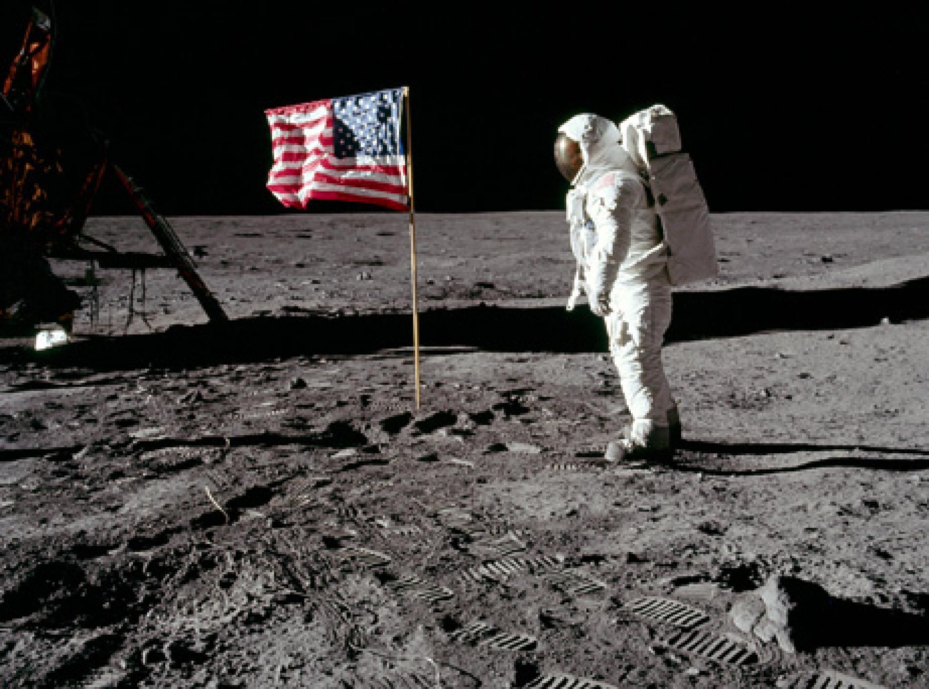 090716-01-moon-hoax-flag-waving_big.ngsversion.1534546802074.adapt.1900.1